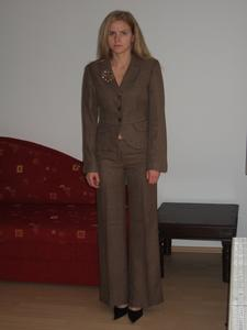 Blonde-MILF-Around-the-House-k7bft0u7is.jpg